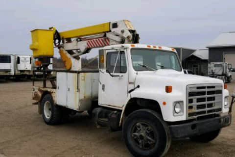 INTERNATIONAL BUCKET TRUCK WITH 36′ BOOM  $4900