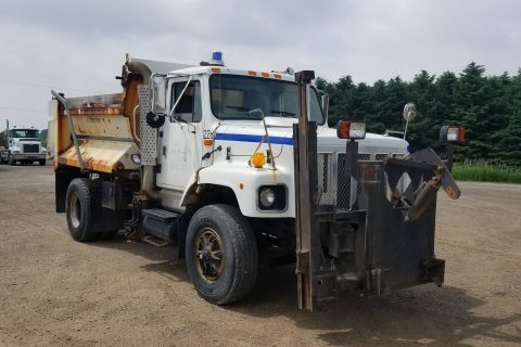 2002 INTERNATIONAL 2654 SINGLE-AXLE DUMP TRUCK WITH SANDER AND WING $14500