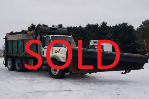 2007 INTERNATIONAL TANDEM AXLE DUMP TRUCK WITH PLOW AND SANDER