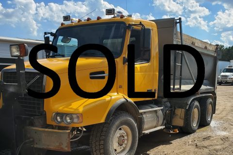 2003 VOLVO VHD DUMP TRUCK WITH SNOW PLOW AND SANDER