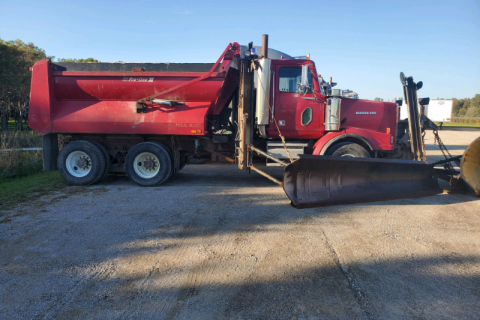 2005 WESTERN STAR DUMP TRUCK WITH SNOW PLOW AND SANDER $35,000