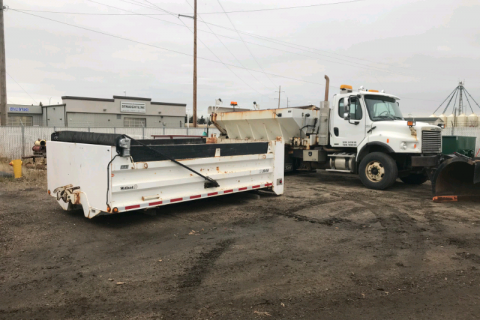 2009 FREIGHTLINER M2 DUMP TRUCK WITH SNOW PLOW AND SANDER BOX