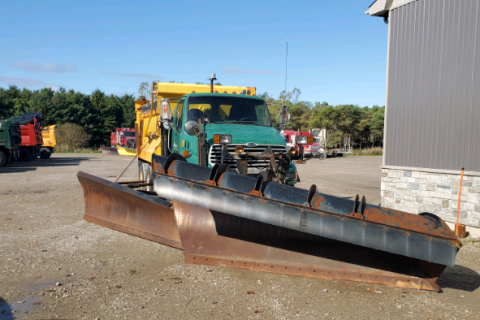 2009 STERLING LT9500 DUMP TRUCK WITH SNOW PLOW AND SANDER $32,000
