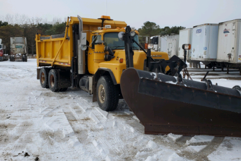 2002 MACK RB690S DUMP TRUCK WITH SNOW PLOW AND SANDER $22,000