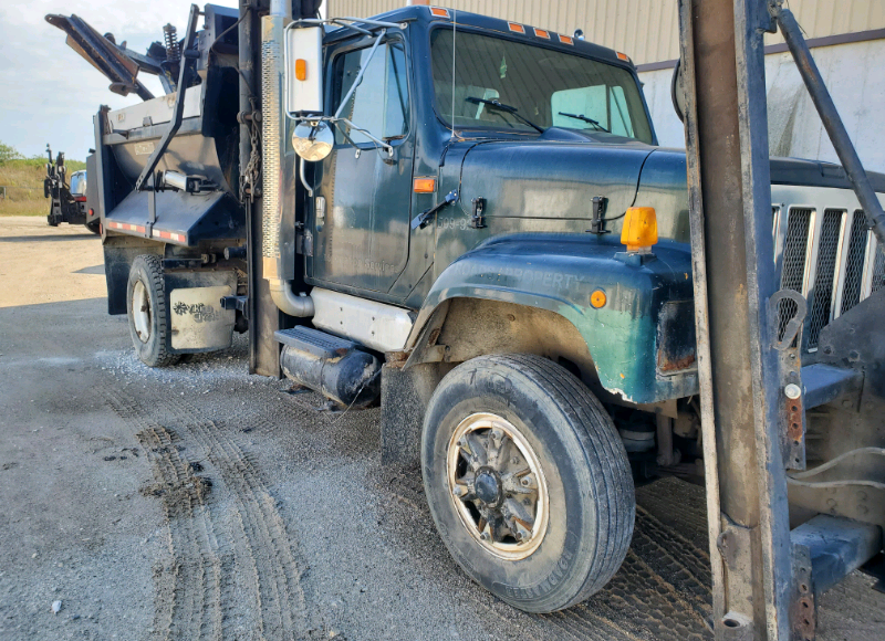 INTERNATIONAL 2574 SINGLE AXLE DUMP TRUCK WITH SNOW PLOW AND WING $10,500