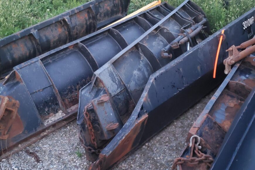 VIKING SNOW PLOW BLADES AND WINGS $800